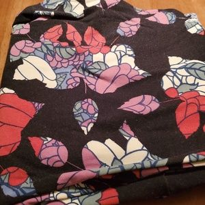 Pretty TC LuLaRoe leggings